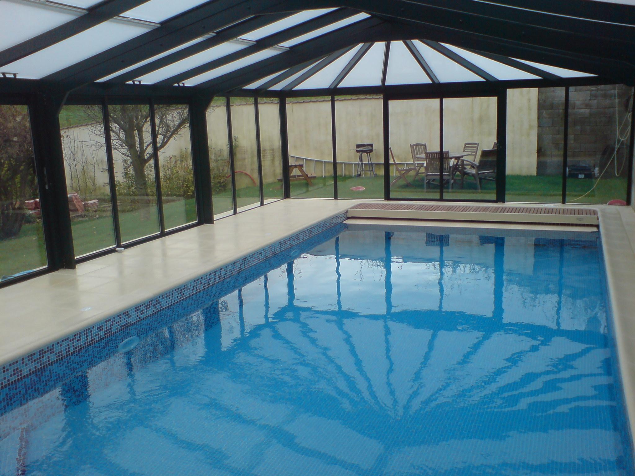 La fourniture et l 39 quipement de la piscine d cors jardins for Specialiste piscine